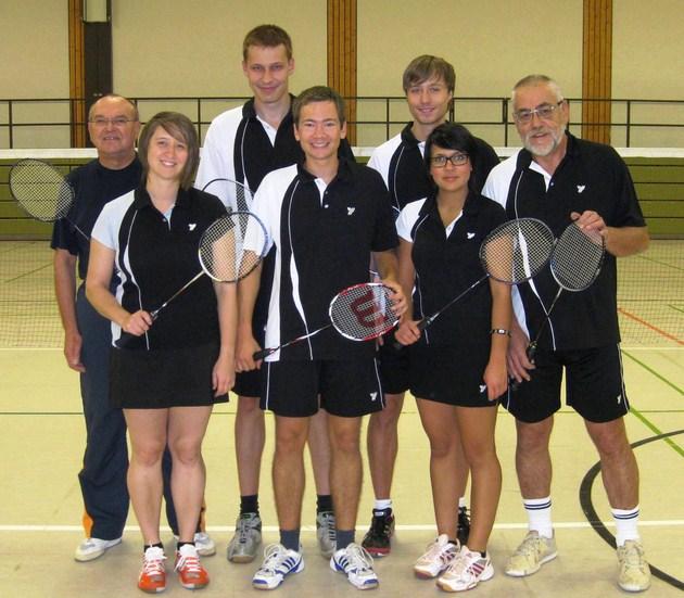 Unsere erste Mannschaft in der Saison 2011/12: Von links: Helmut Spitko, Julia Schmid, Tobias Lukasch, Felix Guffler, Michael Mair, Daniela Weinhold, Rainer Eberhardt.